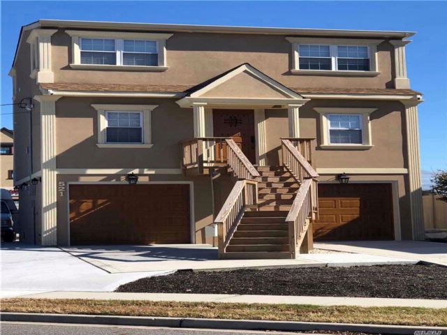2 BR,  2.00 BTH Exp cape style home in Freeport