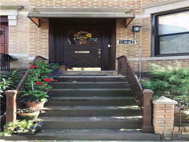 5 BR,  3.00 BTH Duplex style home in Glendale