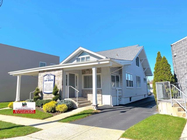 Studio,  0.00 BTH  Office bldg style home in Bellmore