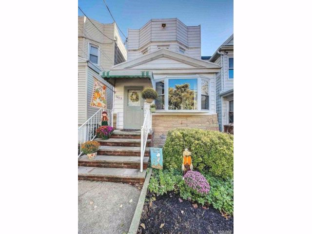 3 BR,  1.50 BTH Other style home in Woodhaven