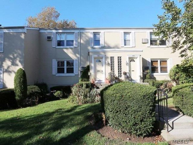 1 BR,  1.00 BTH  Co-op style home in Floral Park