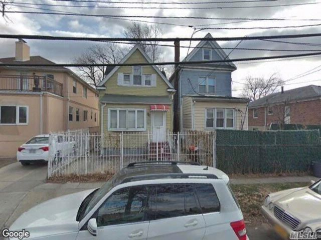 3 BR,  1.50 BTH  Other style home in Flushing