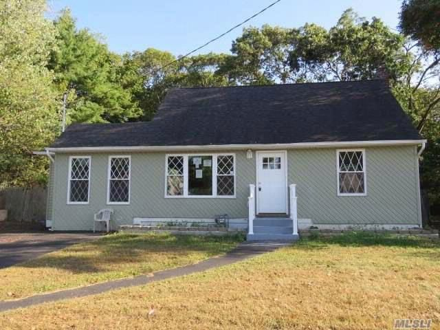 4 BR,  2.00 BTH  Exp cape style home in East Islip