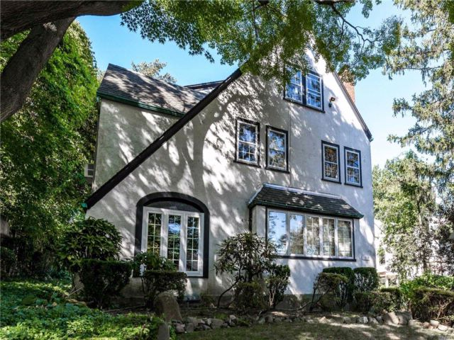 5 BR,  3.50 BTH  Colonial style home in Kew Gardens