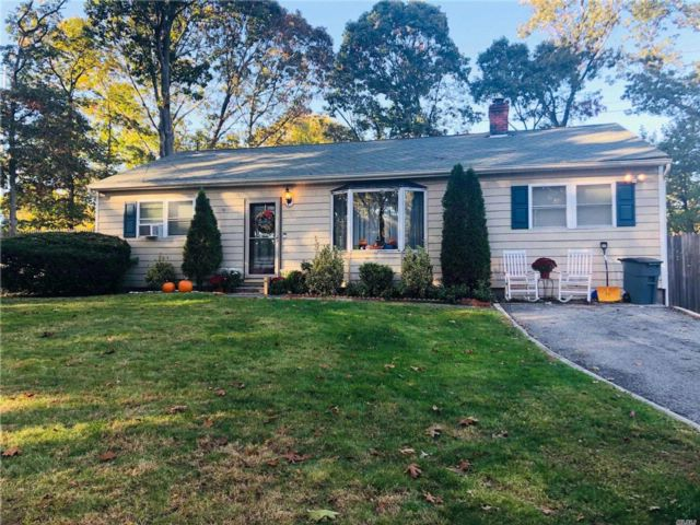 4 BR,  2.00 BTH Ranch style home in Rocky Point