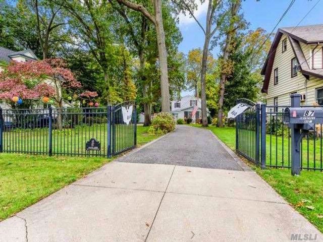 5 BR,  2.00 BTH  Cape style home in Rockville Centre