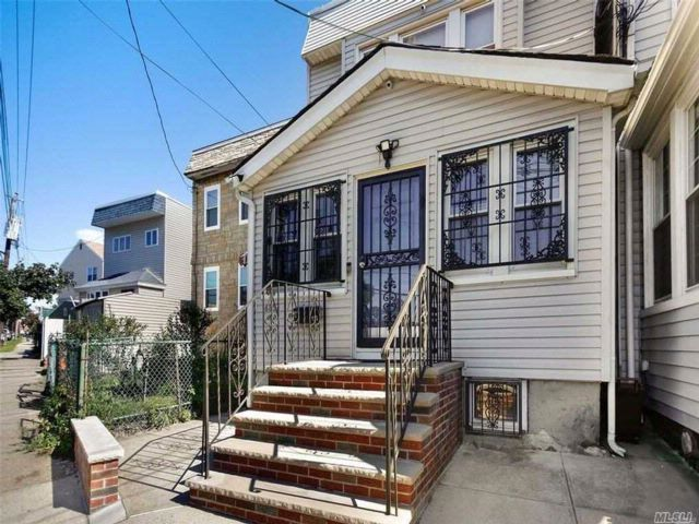 3 BR,  1.50 BTH  Contemporary style home in Woodside