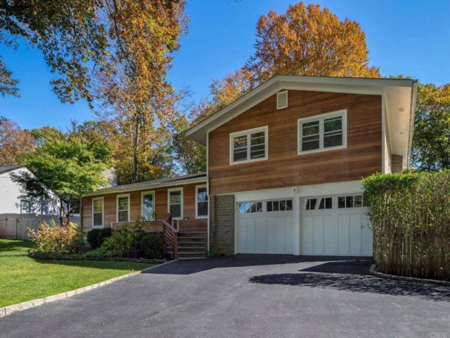4 BR,  3.50 BTH  Split style home in Baiting Hollow