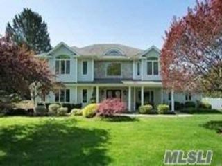 4 BR,  3.50 BTH Colonial style home in Huntington