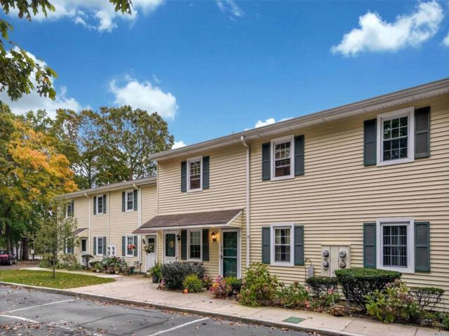2 BR,  1.00 BTH Co-op style home in East Islip
