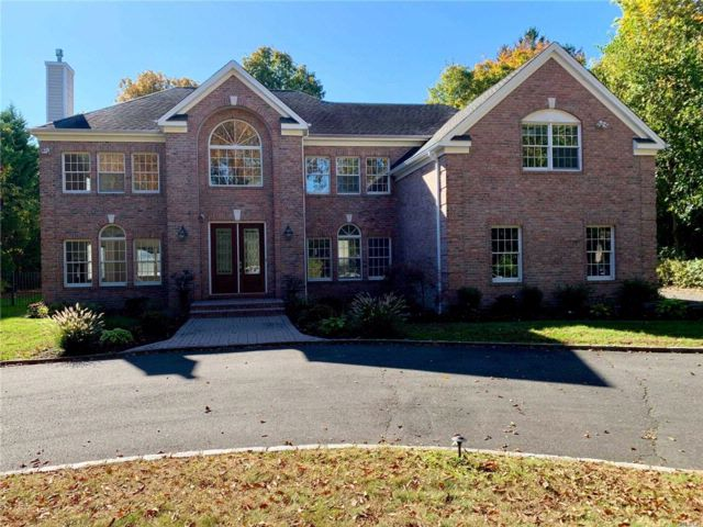 6 BR,  4.50 BTH  Colonial style home in Woodbury
