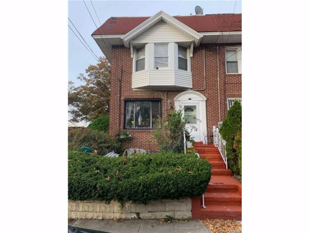 3 BR,  2.50 BTH Colonial style home in Woodhaven