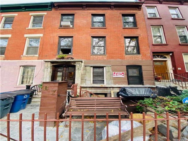 7 BR,  3.00 BTH  Townhouse style home in Clinton Hill