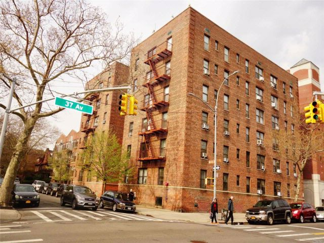 Studio,  0.00 BTH Office style home in Jackson Heights