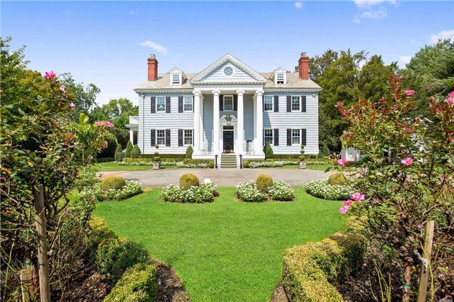 8 BR,  6.00 BTH  Colonial style home in Garden City