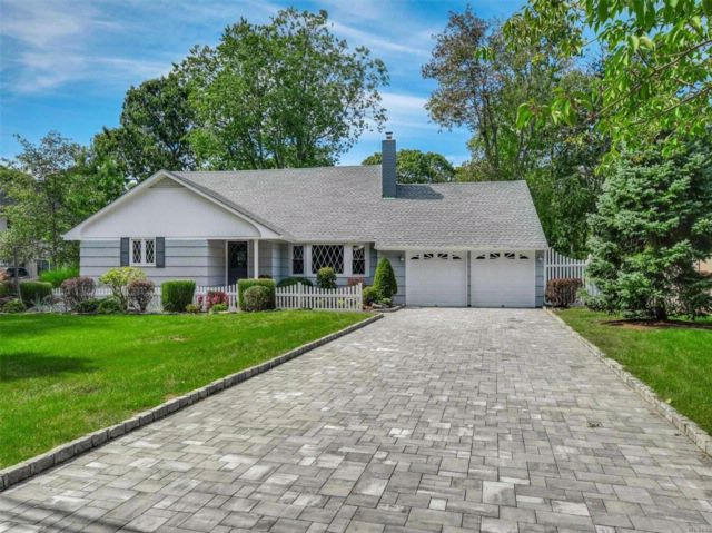 4 BR,  3.00 BTH  Farm ranch style home in East Islip