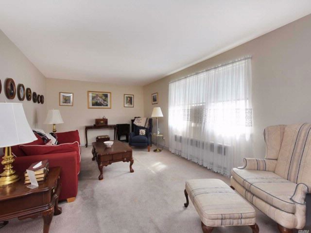 3 BR,  2.00 BTH  Co-op style home in Flushing