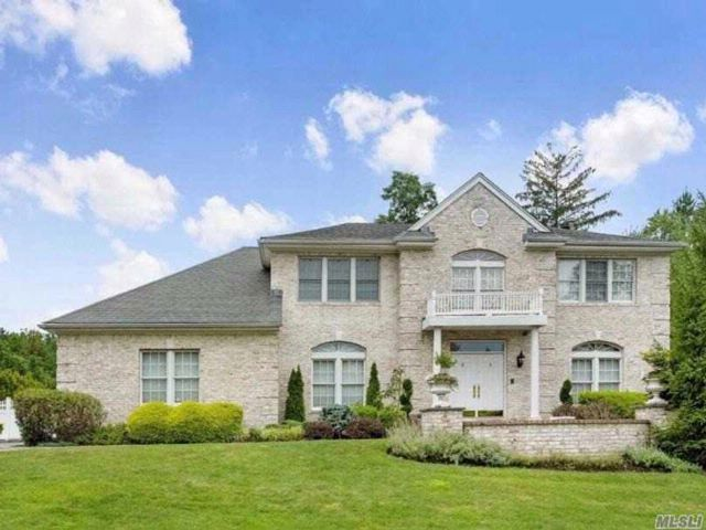 5 BR,  4.50 BTH  Colonial style home in Woodbury