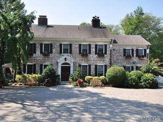5 BR,  6.50 BTH Colonial style home in Hewlett Harbor