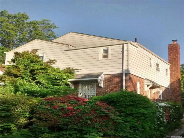 3 BR,  1.50 BTH Colonial style home in Queens Village N