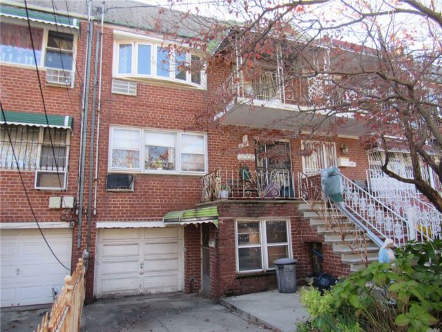 7 BR,  3.50 BTH 2 story style home in Canarsie