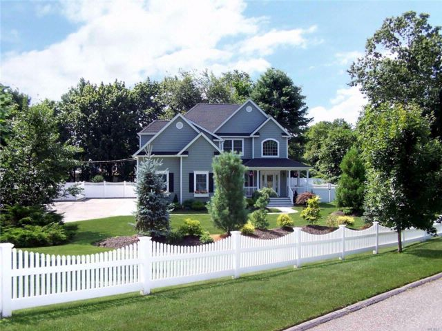 3 BR,  3.00 BTH Victorian style home in Smithtown