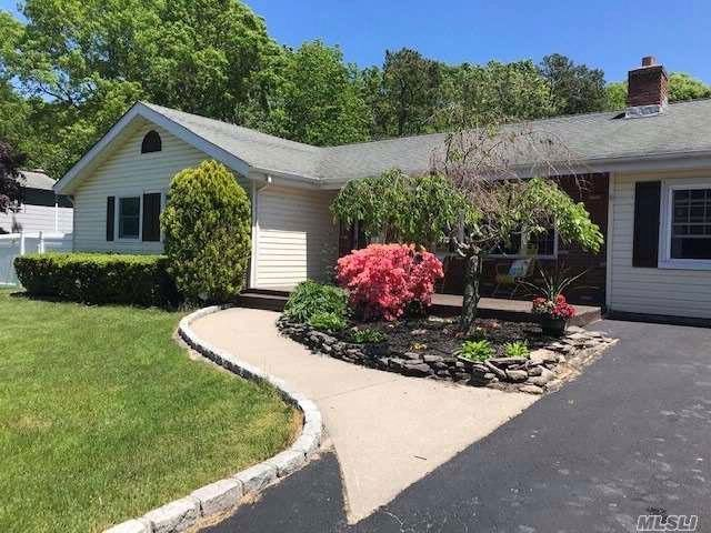 4 BR,  3.00 BTH  Ranch style home in Medford