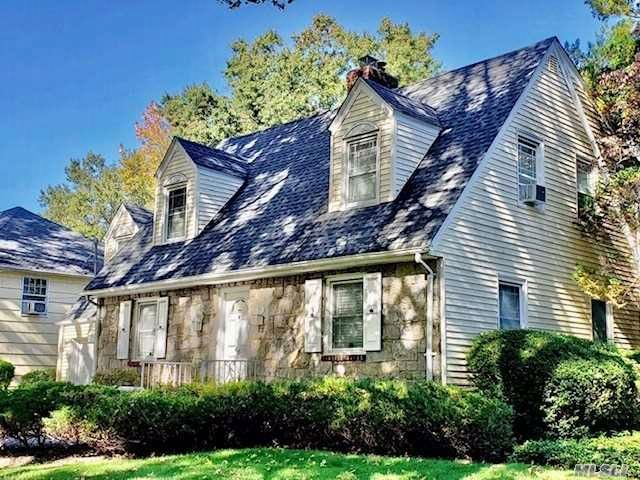 3 BR,  2.50 BTH Colonial style home in East Williston