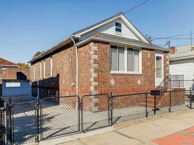 3 BR,  2.50 BTH  Ranch style home in South Ozone Park