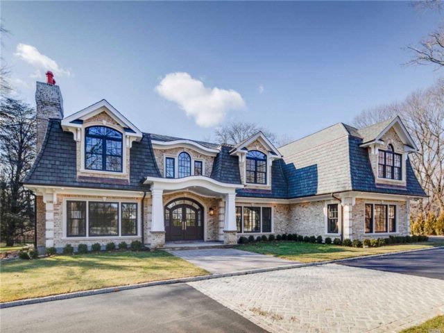 6 BR,  5.50 BTH Colonial style home in Old Westbury