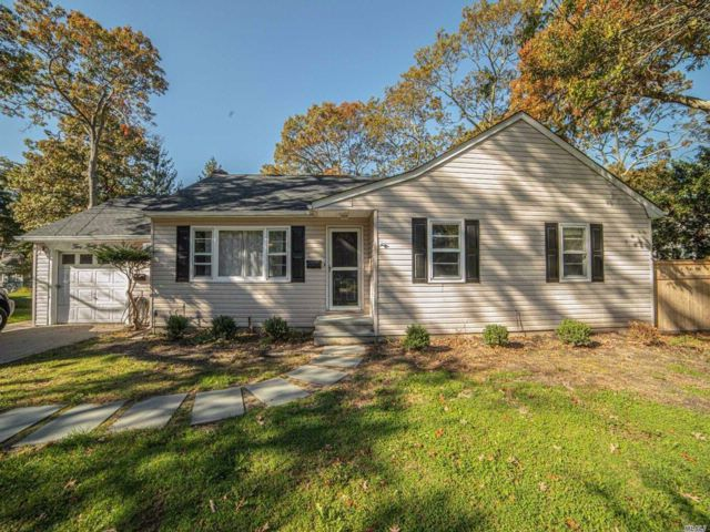 3 BR,  1.00 BTH  Ranch style home in Brightwaters