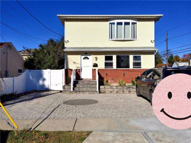 2 BR,  1.00 BTH Duplex style home in East Meadow