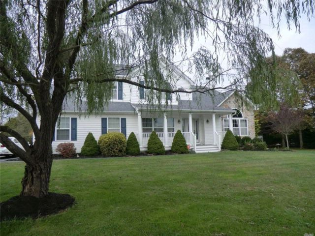 5 BR,  2.50 BTH Colonial style home in Center Moriches