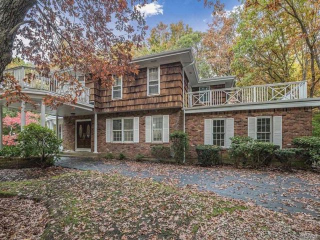 5 BR,  3.50 BTH Colonial style home in Melville