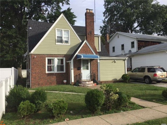 5 BR,  3.00 BTH Cape style home in Hempstead