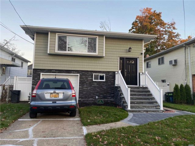 3 BR,  1.00 BTH Townhouse style home in Hempstead