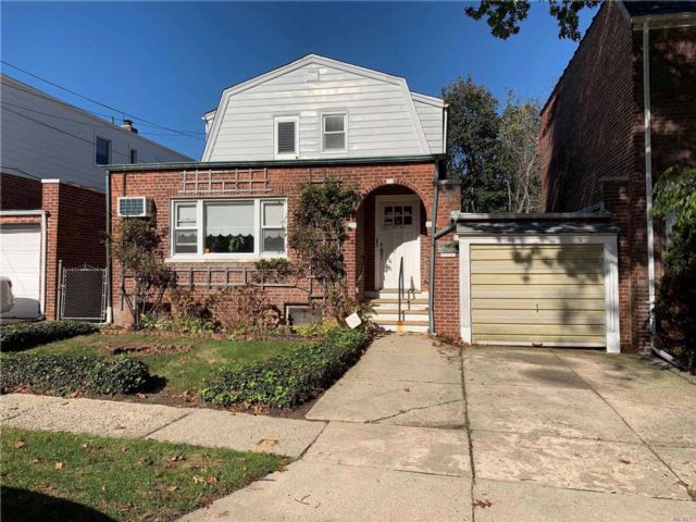 4 BR,  2.00 BTH Other style home in Beechhurst