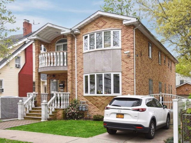 8 BR,  2.50 BTH  Contemporary style home in Fresh Meadows