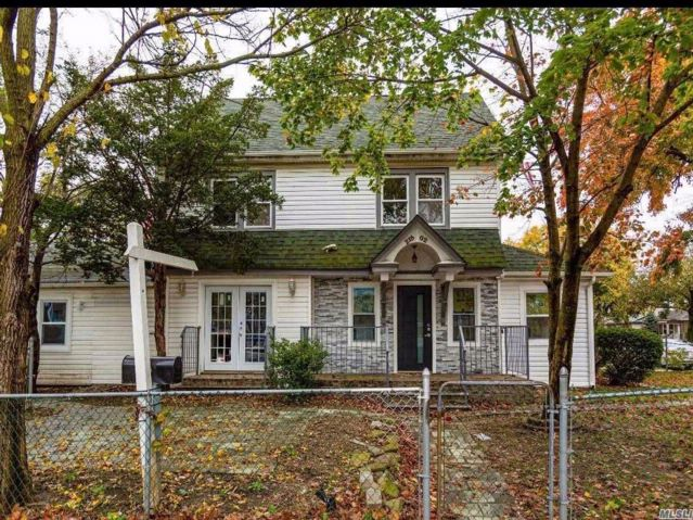 6 BR,  2.55 BTH Colonial style home in Queens Village