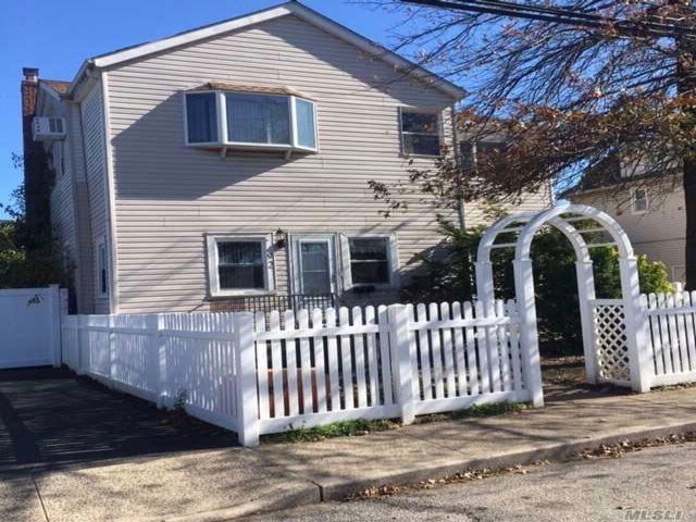 6 BR,  2.55 BTH 2 story style home in Inwood