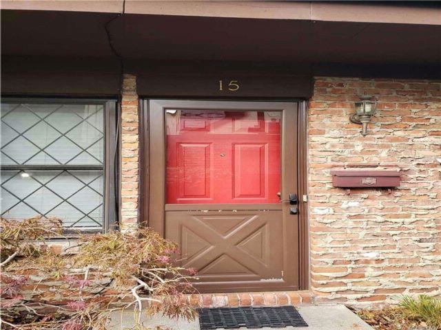 3 BR,  2.50 BTH Condo style home in Deer Park