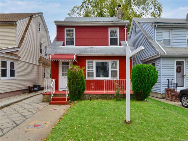 4 BR,  2.50 BTH  Colonial style home in Queens Village