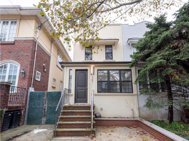 3 BR,  2.50 BTH Colonial style home in Flatlands
