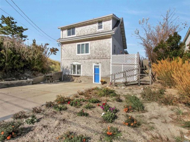 3 BR,  2.50 BTH  Cape style home in Wading River