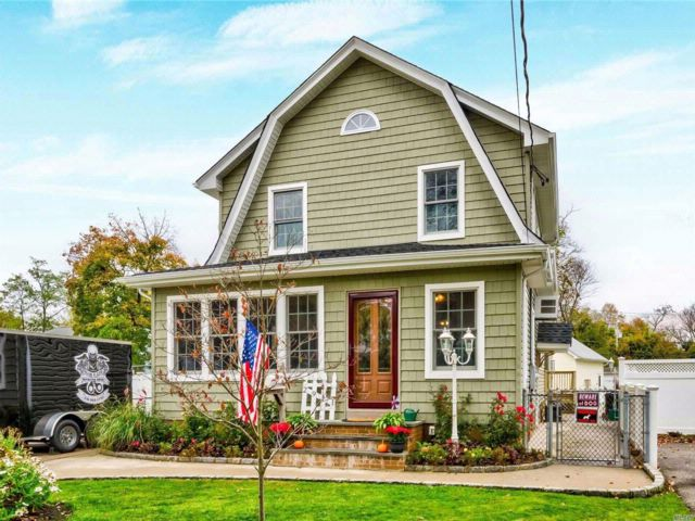 4 BR,  2.50 BTH  Colonial style home in Wantagh