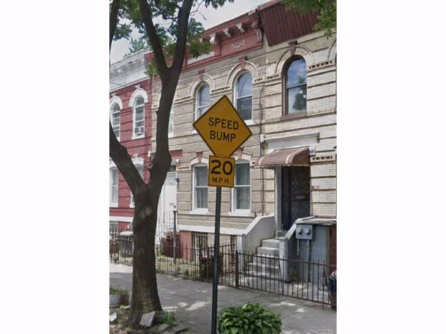 6 BR,  2.00 BTH  2 story style home in Bedford Stuyvesant