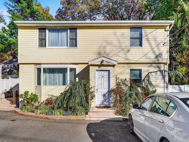 5 BR,  3.00 BTH Duplex style home in East Northport
