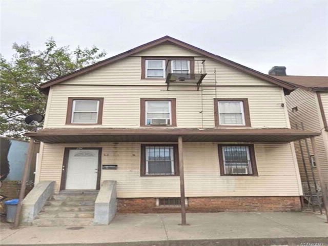 4 BR,  2.00 BTH Colonial style home in Stapleton