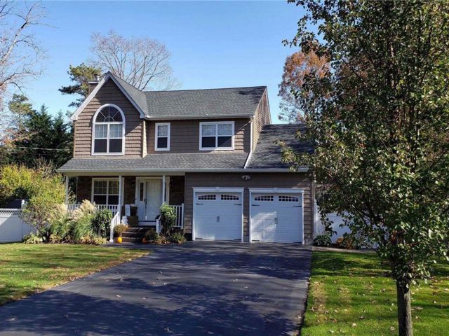 4 BR,  2.50 BTH Victorian style home in Port Jefferson Station