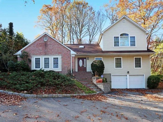 5 BR,  4.00 BTH  Farm ranch style home in Cold Spring Harbor